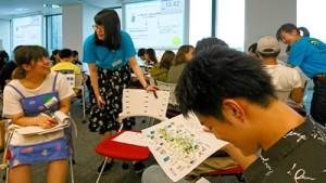 インターンシップの受け入れ事業所や地域について学ぶ参加者=1日、東京・新宿区