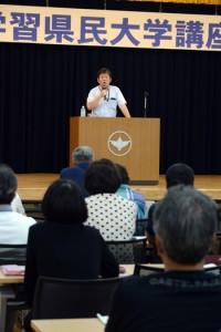 明治維新の原動力となった島津斉彬と西郷隆盛の働きについて講演する松尾千歳館長=2日、龍郷