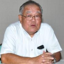 知名町長選への出馬を表明した栄信一郎氏=7日、知名町