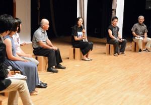 八月踊りをテーマにしたトークセッション=12日、奄美文化センター