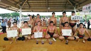 九州大会に出場した奄美の選手ら(提供写真)