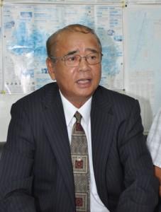 龍郷町長選への出馬を表明した竹田泰典氏=3日、大島支庁記者クラブ