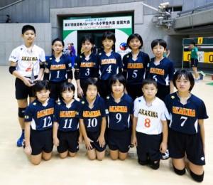 混合の部でベスト8の赤木名の選手=10日、東京体育館