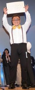 「奄美歌謡の部」で優勝した林法義さん=27日、東京・目黒区