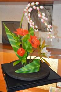 春風堂に奄美の花の工芸菓子