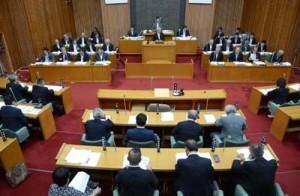 5人が登壇した奄美市議会9月定例会の一般質問初日=6日、市議会本会議場