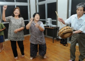 住用町川内で八月踊り勉強会始まる②170922栄