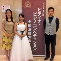 (右から)松元陸さん、積優佳さん、2人のピアノを指導した徳あおいさん(提供写真)