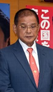 自民党奄振委員長も務め、地域の発展に力を尽くしてきた保岡興治氏=8日、鹿児島市