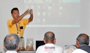 品目によってバレイショ種イモの調達ができないことが報告された講習会=20日、和泊町
