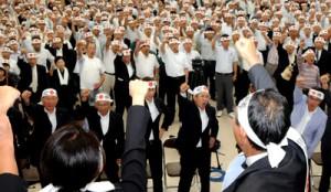 衆院鹿児島2区立候補者の出陣式で「頑張ろう」を三唱する支持者ら=10日、鹿児島市
