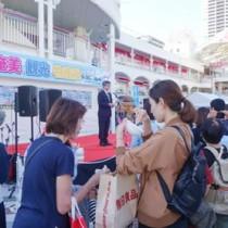 島々の特産品をPRした観光と物産展in大阪=9月30日、大阪・豊中市