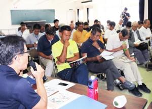 アボカド栽培管理の要点などを学んだ研修会=23日、瀬戸内町