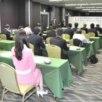 事業計画などを承認した県酒造組合奄美支部の総会=14日、奄美市名瀬