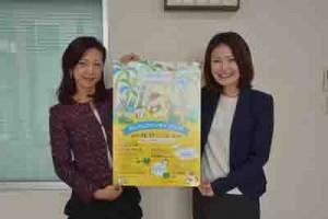 「奄美群島プロモーション」を発表したバニラ・エアの山室副社長(左)ら=21日、奄美市名瀬