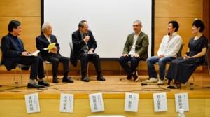 奄美の音楽文化についてさまざまな立場から発表があったシンポジウム=19日、奄美市名瀬のAiAiひろば
