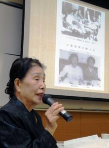 奄美群島の日本復帰運動を支えた女性たちの活躍を紹介した石神京子さん=24日、奄美市