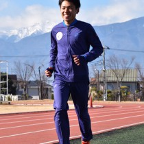 箱根駅伝に向けて精力的に調整する川口選手=13日、山梨学院川田グラウンド
