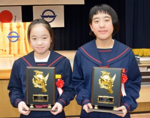 (写真右から)最優秀賞を受賞した美坂さん、平田さん