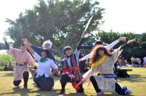 ピーターパンがモチーフの創作劇で環境美化などを呼び掛けた沖永良部高校生のステージ=14日、和泊町谷山