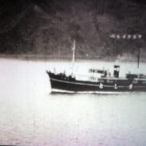 記録映画「十嶋鴻爪」のワンシーン。名瀬湾を航行する初代十島丸=27日、奄美市名瀬幸町