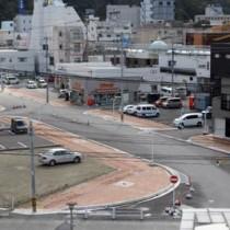 末広本通りを拡幅し、整備が進む都市計画道路=22日、奄美市名瀬(港町側から)