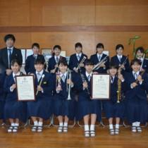JBAソロ・アンサンブルコンテスト中学生の部で活躍した朝日中吹奏楽部のメンバーら=16日、奄美市名瀬