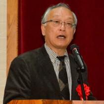 クルーズ船と地域経済について講演した池田良穂さん=18日、奄美市名瀬