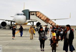 乗降客数が過去最多となった奄美空港=2017年3月、奄美市笠利町