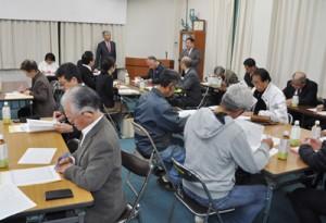 本番に向け準備状況などを確認した奄美観光桜マラソンの実行委員会=22日、奄美市名瀬