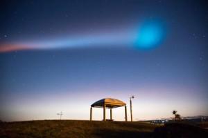 ロケットが飛び去った後の喜界島上空の様子(築秀夫さん撮影)