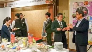 食材について意見交換した試食&商談会=7日、東京・銀座
