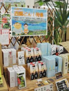 特設の「西郷どん」コーナーにならぶ奄美黒糖焼酎=龍郷町