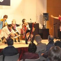 島口劇や漫談、踊りなどがあった「島口使う日」イベント=25日、伊仙町ほーらい館