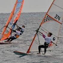 国内トップレベルの選手が集った大会=24日、龍郷町の倉崎海岸