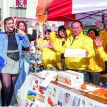 500㌔のタンカンを約4時間で完売した大和村のブース=17日、神奈川・大和市