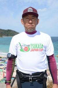 プロクラスで初日トップとなった浅野プロ=23日、龍郷町の倉崎海岸