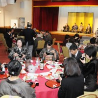 西郷隆盛、愛加那の祝言を再現し、三献をいただいた奄美〝食〟の文化祭=17日、奄美市名瀬