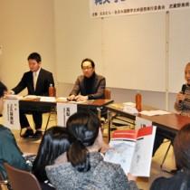 「縄文号とパクール号」上映会前にあったトークイベント=25日、奄美市名瀬の奄美博物館