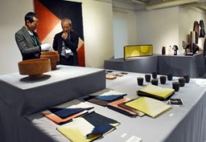 国際見本市に出品した作品が並ぶ展示会=15日、鹿児島市のマルヤガーデンズ