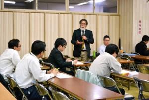 漂着油問題について調査結果を発表した報告会=20日、奄美市名瀬公民館金久分館