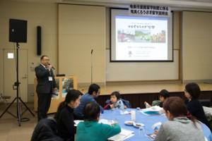 留学制度のメリット、デメリットについて熱心にメモを取る関西会場の参加者=10日、兵庫・尼崎市