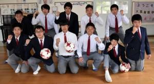 2018鹿児島県特別支援学校サッカー大会チャンピオンシップで3位になった大島養護学校の生徒たち=2月28日、大島養護学校