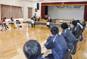 バニラ関西線就航1周年を記念してあった交流と連携フォーラム=25日、龍郷町