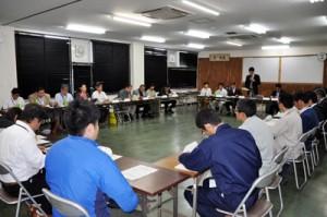 活動報告などがあった奄美群島希少野生生物保護対策協議会=15日、奄美市名瀬の県大島支庁