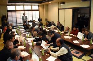 鹿児島奄美会の創立100周年事業に向けて発足した実行委員会の初会合=25日、鹿児島市のひらやま旅館