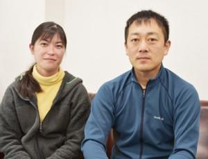小型コウモリの調査で来島した浅利さん(右)