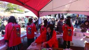 島の味を求め、多くの人でにぎわった徳之島祭り(提供写真)