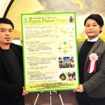 準グランプリを獲得した(右から)元井さんと渡さん=7日、東京大学本郷キャンパス