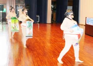 多彩な芸能発表で盛り上がった南三町村老人クラブ芸能交流会=7日、瀬戸内町